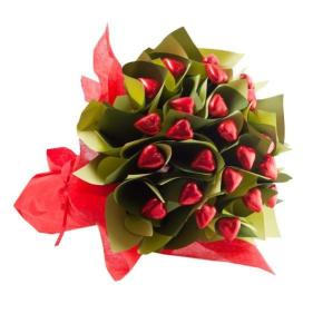 Edible Blooms 2 Dozen Hearts Posy