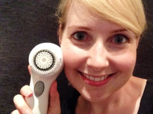 My face and it's new bestie; the Clarisonic Mia 2